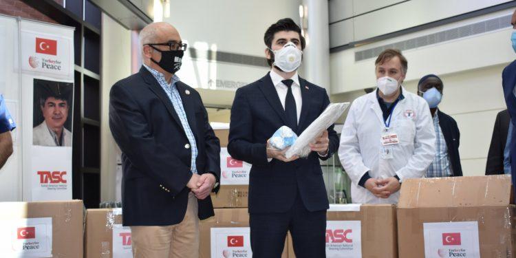ABD'deki Türk toplumundan sağlık çalışanlarına önemli yardım