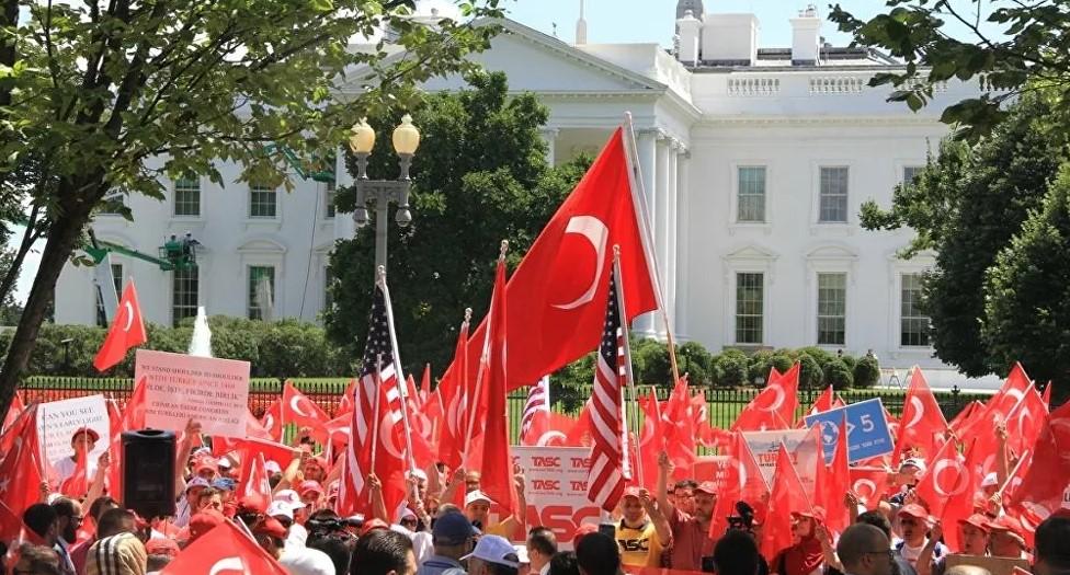 Beyaz Saray önünde 'demokrasi mitingi': Gülen, Türk adaletine teslim edilsin